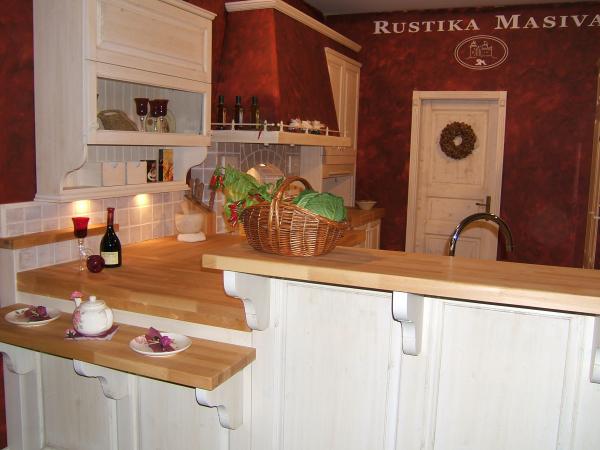 Kitchen masonry with a bar
