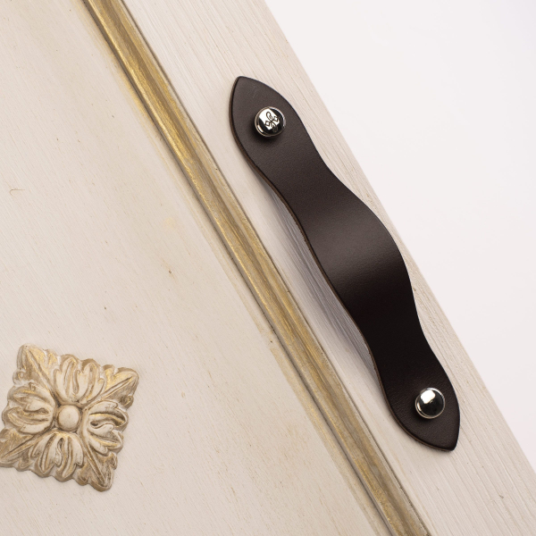 AMOR Leather Handle With 2 Round Screws With Motif in Silver Color