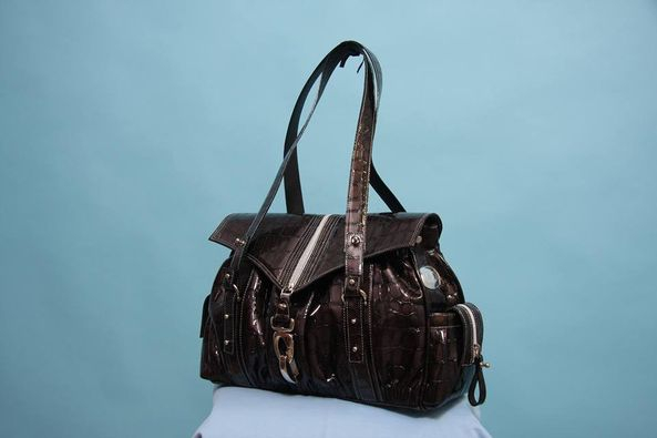 Leather bag in imitation crocodile skin